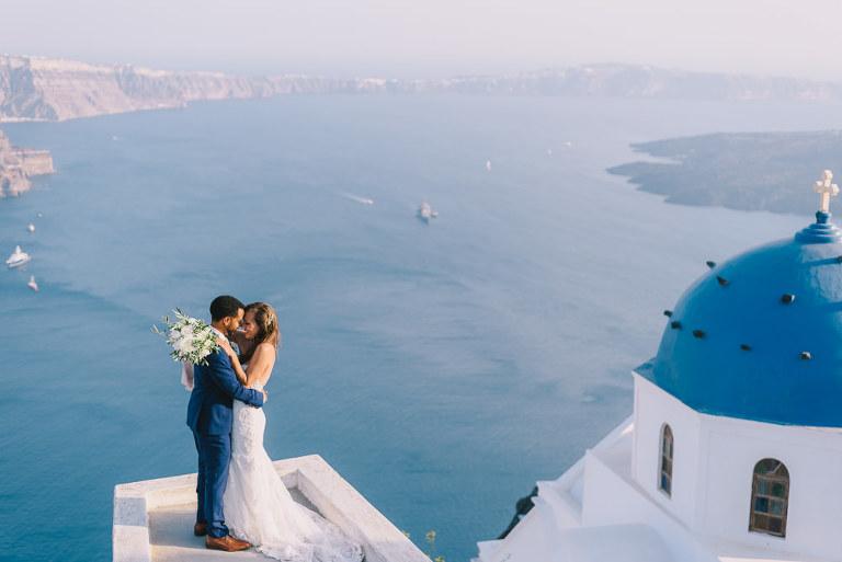 Δεξίωση γάμου στη Σαντορίνη με θέα την Καλντέρα