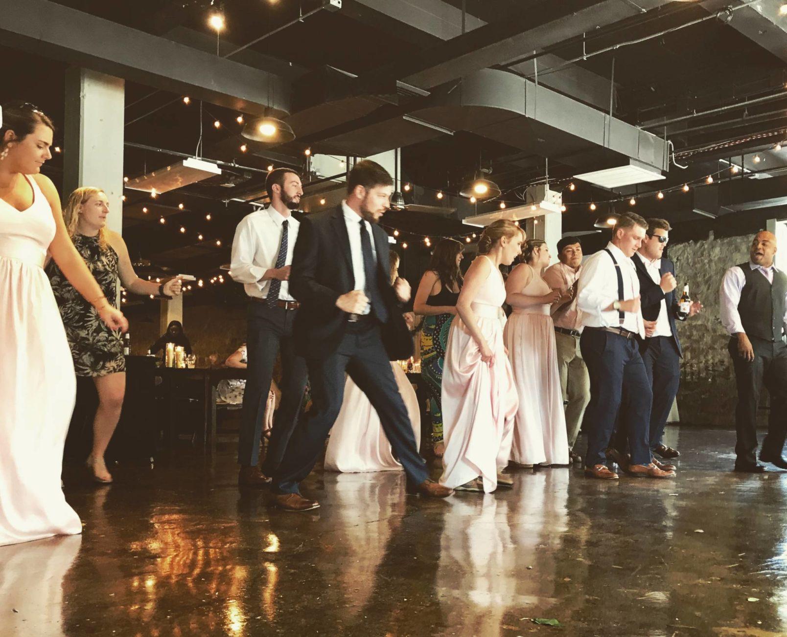 Γαμήλιο πάρτυ σε μπαρ